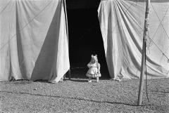 "Paz Errázuriz: ""Miss Piggy I"". De la serie El Circo, 1984-1988 © Paz Errázuriz. VEGAP. Madrid, 2012"