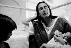 """""""El biberón de Toni"""". Susana, ex-drogadicta, enferma de SIDA, quiso tener a Toni con José."""
