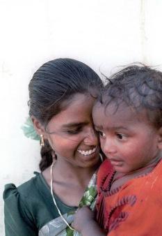 """""""Los intocables"""". India. Estado de Andhra Pradesh, 1998. La casta de los intocables constituye un eslabón más bajo la jerarquizada sociedad india."""
