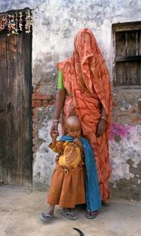 """""""Musulmanas"""". El distrito de Moradabad, en el estado de Uttar Oredesch, es una de las zonas más aisladas de la India, donde todavía hoy existen casos de polio."""
