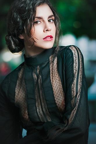 Modelo: Silvia Gómez, Make-up: Ana Olalla, Estilismo: Llamazares y de Delgado. © Raúl Mellado