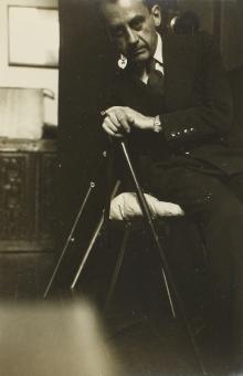 Autorretrato con bastón (1930-1940), Man Ray