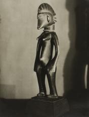 Figura femenina Senufo, Niena, Mali, Costa de Marfil, Colección Kerjsmeier (c. 1934), Man Ray