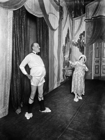 El actor Josep Santpere durante una representación teatral, 1920. Alexandre Merletti Guaglia. Col. Merletti / Institut d'Estudis Fotogràfics de Catalunya
