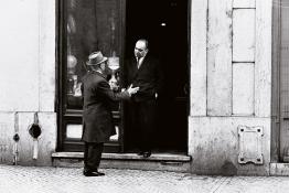 Jorge Guerra Antiqúario, Rua Dom Pedro V, 1966 Gelatina de plata, copia actual, 30.5x45.8 cm. © Jorge Guerra
