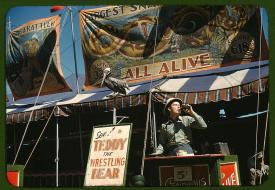 Fotógrafo: Jack Delano. Vendedor de entradas en la feria estatal de Vermont, Rutland. Septiembre de 1941. LC-USF35-47