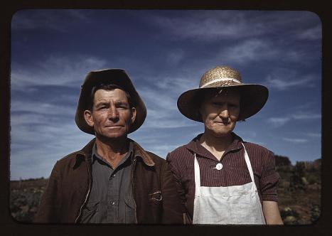 Fotógrafo: Russell Lee (1903-1986). Jim Norris y su esposa, propietarios. Pie Town, New Mexico. Octubre de 1940. LC-USF35-330