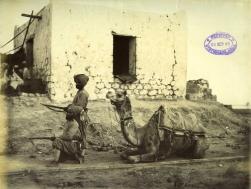 """Felice Beato. 1884/85. Dos sijs del cuerpo de camellos, en posición de """"listos"""". COPY 1/373/371"""