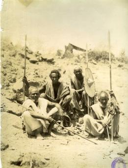 Felice Beato. 1884/85 Grupo de jefes en Otao (Sudán). COPY 1/373/370