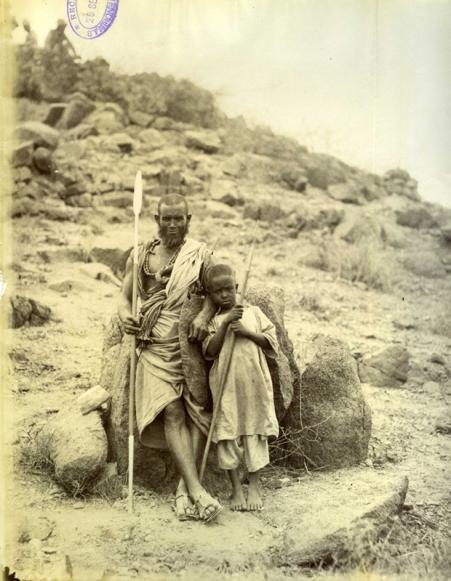 Felice Beato. 1884/85 Fotografía de un jefe amigo y su hijo en Otao (Sudán). COPY 1/373/384