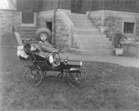 II-180316-P1 Master William Cornelius Covenhoven Van Horne, Montreal, QC, 1910 Wm. Notman & Son 1910, 20th century Notman photographic Archives - McCord Museum