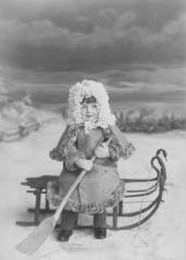 II-79509.1 Missie McGrath, Montreal, QC, 1886 Wm. Notman & Son 1886, 19th century Notman photographic Archives - McCord Museum
