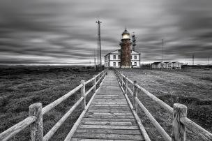 El faro Peñes. © Luis Vigil-Escalera