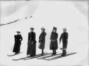 Partida de una carrera de esquí de niñas. Tyrrell Photographic Collection, Powerhouse Museum