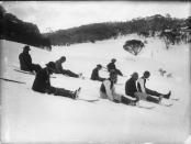 Deslizándose sobre esquís. Negativo en placa de vidrio. Tyrrell Photographic Collection, Powerhouse Museum