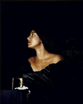 "Maud Sulter. ""Calíope"", 1989, de la serie ""Zabat"", 1989. 'Cibachrome'. Victoria and Albert Museum, Londres. © Cortesía del Legado de Maud Sulter / Victoria and Albert Museum, Londres"