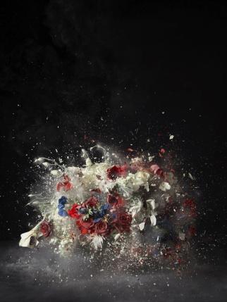"""Ori Gersht. """"Blow Up: Sin título 5"""", 2007. Impresión en LightJet montada sobre aluminio. Colección de Robin and Peter Arkus, EE.UU. © Cortesía del artista y de Mummery + Schnelle, Londres"""