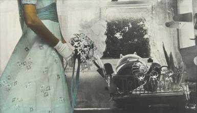 Eulalia Grau. Novia y lavavajillas (Etnografía), 1973. Emulsión fotográfica y anilinas sobre tela 62,5 x 108 cm Colección Pazos – Cuchillo Crédit fotogràfico: CRBMC Centre de Restauració de Béns Mobles de Catalunya. Enric Gracia Molina y Joan M. Díaz Sensada